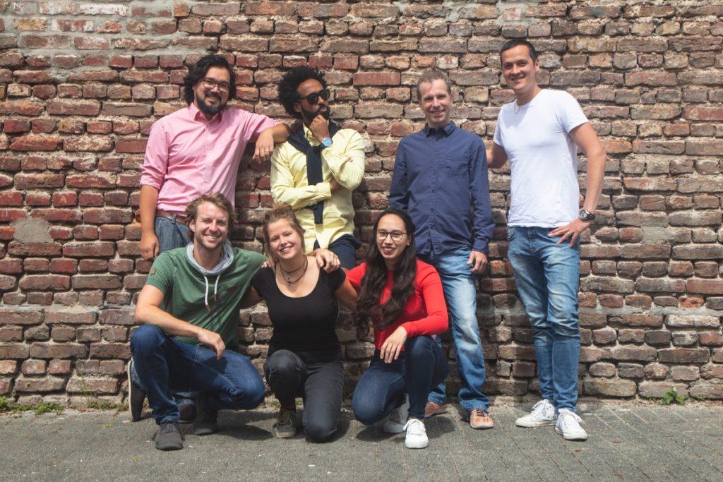 Einladung zur Eröffnung des Impact Cafés in Köln-Sülz mit Hinterhofkonzert